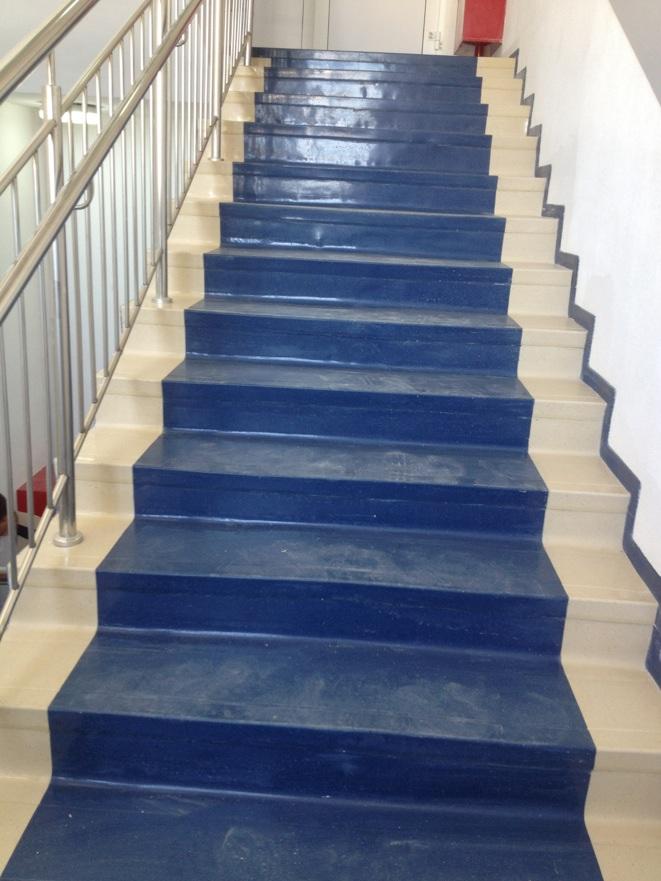 покрытие линолеумом лестницы фото уже